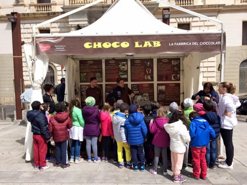 Choco Lab Stand